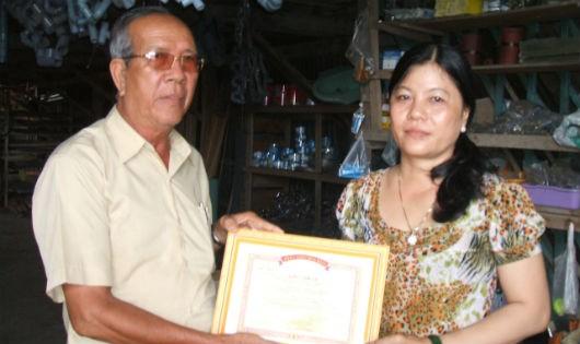 Bà chủ trại cưa xẻ gỗ có tấm lòng từ thiện