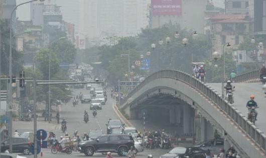 Lo khí thải từ sử dụng xăng dầu tại Hà Nội