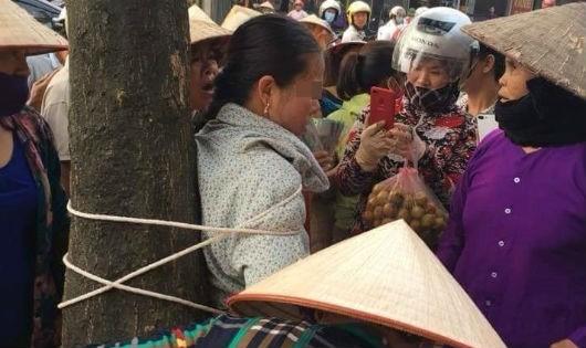 Thực hư thông tin người phụ nữ bị trói vào gốc cây vì thôi miên cướp tài sản