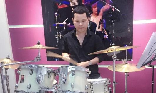 Drum Hùng - người mê trống kỳ lạ