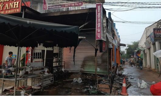 Sau 20/10, cửa hàng hoa bốc cháy, 2 người chết, 1 phụ nữ bỏng nặng