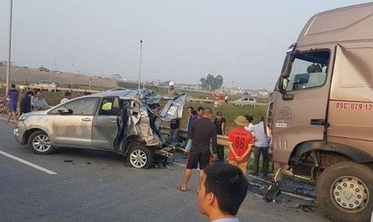 Vụ xe container đâm vào xe Innova chạy lùi trên cao tốc: Một bản án gây sốc dư luận