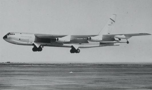 """Sự cố hi hữu máy bay Mỹ """"đánh rơi"""" bom hạt nhân: Bí mật mãi mãi nằm lại dưới đáy biển"""