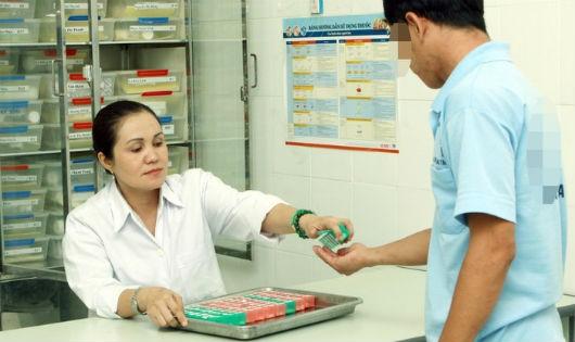 Chuyển cấp ARV qua BHYT: Nhiều thách thức cần giải quyết