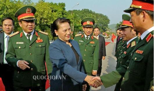 Chủ tịch Quốc hội thăm Bộ Tư lệnh Quân khu 1