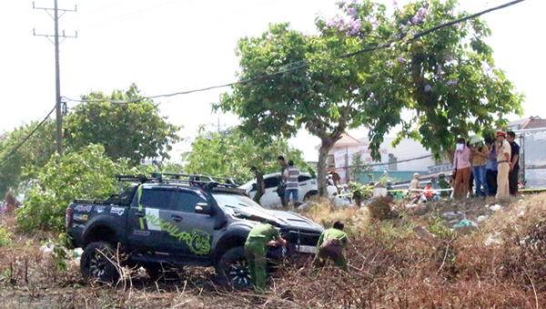 Kinh hoàng hai xe ô tô lao lên vỉa hè, tông chết nam thanh niên