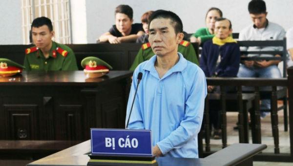 Đâm vợ tử vong tại sân tòa án, tù 20 năm