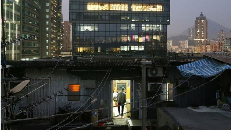 Góc khuất nghèo khó ở Hong Kong xa hoa
