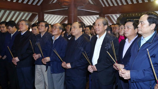 Thủ tướng dâng hương tưởng nhớ Chủ tịch Hồ Chí Minh