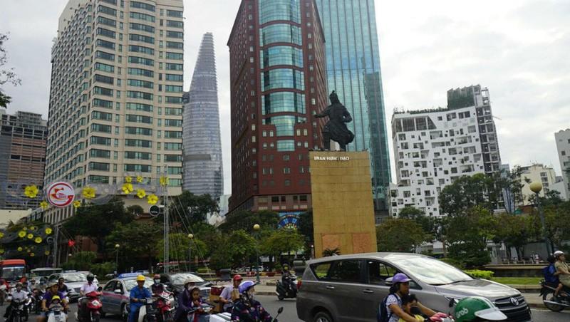 TP HCM thông tin việc dời lư hương dưới chân tượng Trần Hưng Đạo