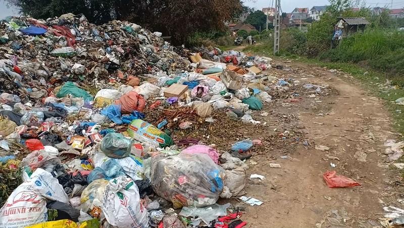 Người dân mòn mỏi chờ di chuyển bãi rác ô nhiễm