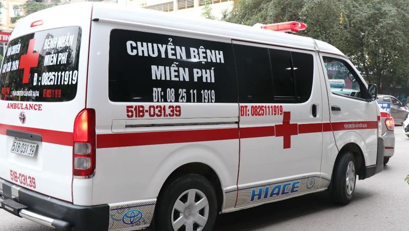 Người phụ nữ Hà Nội bỏ tiền túi mua xe cứu thương chở người bệnh miễn phí