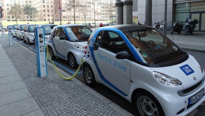 """Xe hơi chạy điện có thực sự là """"xe sạch""""?"""