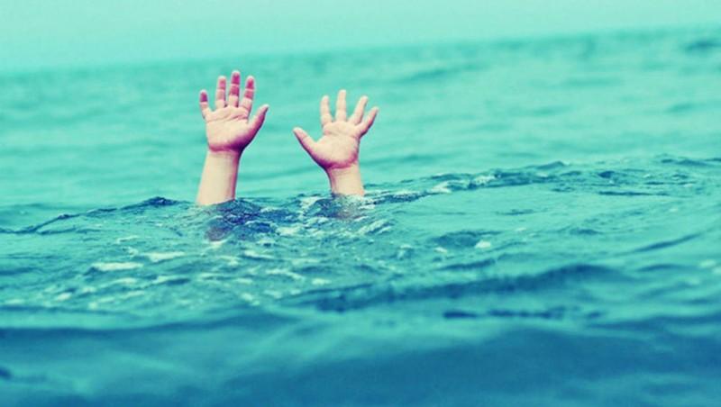 Hai anh em sinh đôi tử vong khi đi tắm hồ