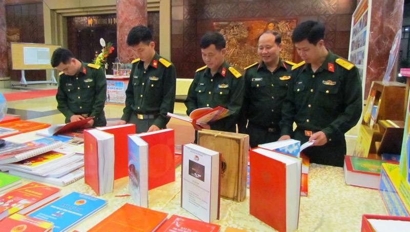 Sách báo góp phần giúp cán bộ, chiến sĩ nâng tầm tri thức