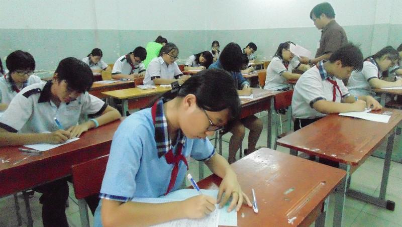 Thi lớp 10 ở Hà Nội: Giảm thí sinh vẫn không bớt căng thẳng