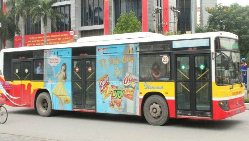 Ức chế vì quảng cáo trên xe buýt Transerco - Nhãn hàng 'bịt mắt' khách hàng