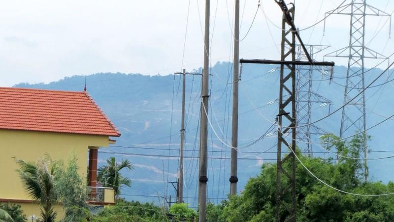 Đường dây điện bỏ hoang buộc người dân 'sống trong sợ hãi'