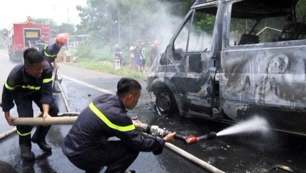 Cháy ô tô khách, cháu thiệt mạng, bà bị thương