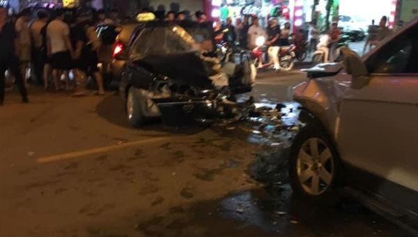 Sơn La: Hai ô tô đấu đầu khiến 4 người bị thương nặng