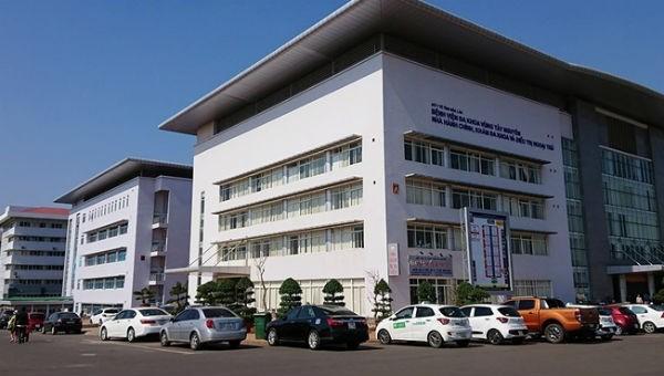 Nữ nhân viên y tế mang thai bị người nhà bệnh nhân đánh