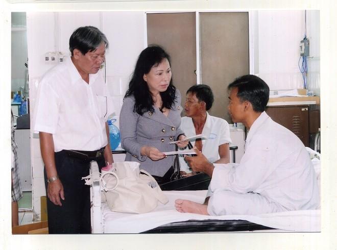 Vợ chồng doanh nhân hết lòng vì người nghèo - Ảnh 2