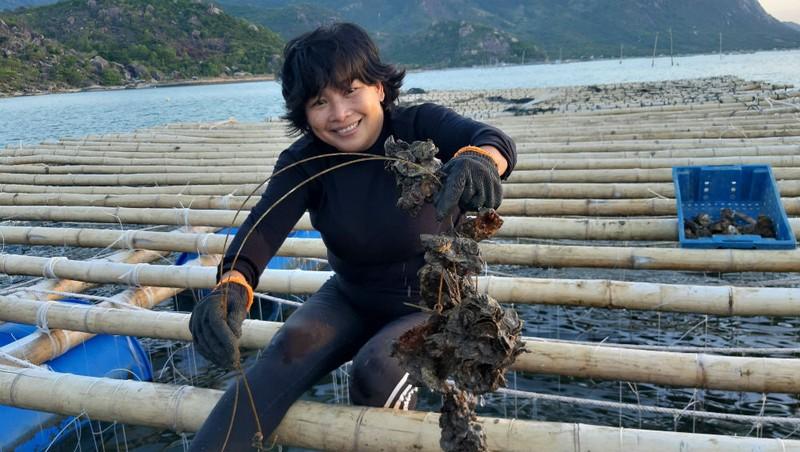 Nghị lực người phụ nữ gầy cơ nghiệp trên vịnh Cam Ranh - Ảnh 1