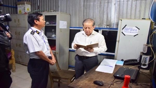 Chủ tịch UBND tỉnh Thừa Thiên - Huế kiểm tra đột xuất công tác phòng chống dịch tả lợn châu Phi