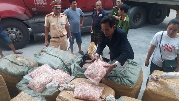 Bắt giữ 1,5 tấn sụn gà không rõ nguồn gốc xuất xứ