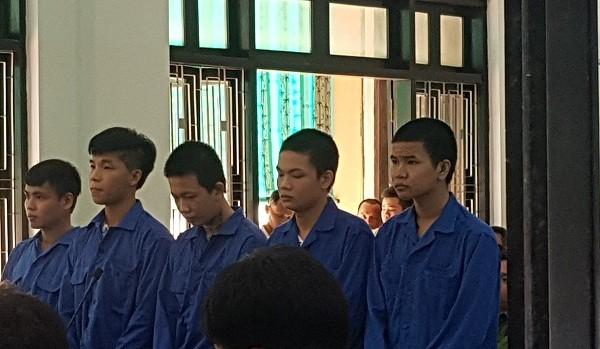 Đâm người trong quán nhậu, nhóm thanh niên kéo nhau vào tù