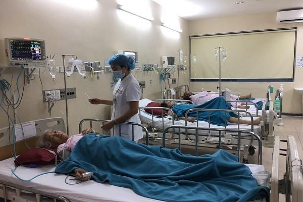 Hơn 70 người nhập viện sau bữa tiệc đám cưới
