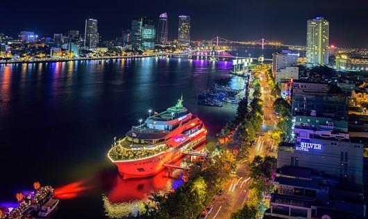 Xem pháo hoa trên siêu du thuyền ven sông Hàn