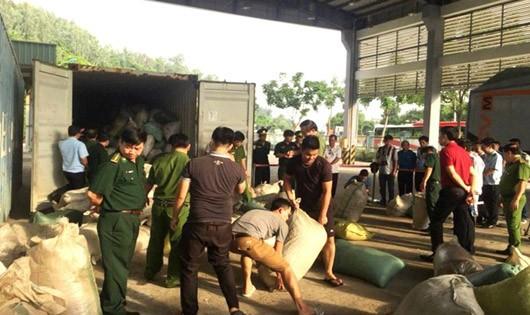 Phó Thủ tướng Trương Hòa Bình biểu dương lực lượng ngăn chặn vụ vận chuyển ngà voi, vảy tê tê tại Đà Nẵng