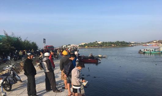 Ô tô lao xuống sông ở phố cổ Hội An, 3 người thiệt mạng