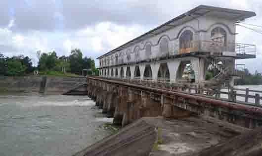 Người Đà Nẵng bất an vì nguồn nước sinh hoạt đóng cặn, có vị lợ