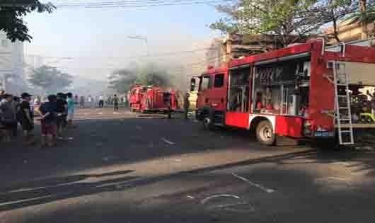 Cháy tại nhà kho trường học, hàng trăm học sinh phải sơ tán