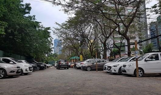 """Hà Nội: Bãi giữ xe không phép bị tố """"làm loạn khu vực"""""""