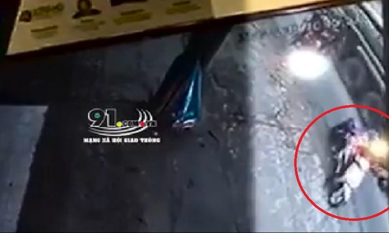 Va chạm giao thông, cô gái trẻ nguy kịch vì bị xe bồn chở dầu cán qua người