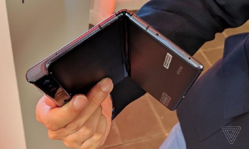 Siêu phẩm màn hình gập Mate X của Huawei