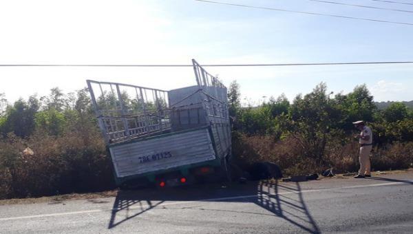 Xe tải gãy trục lao vào xe máy, 3 chị em ruột tử vong