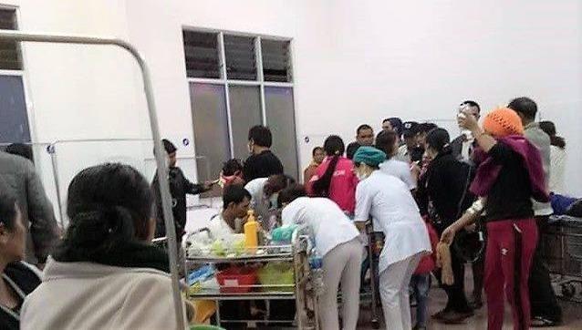 Ăn cỗ cưới, 136 người nhập viện cấp cứu