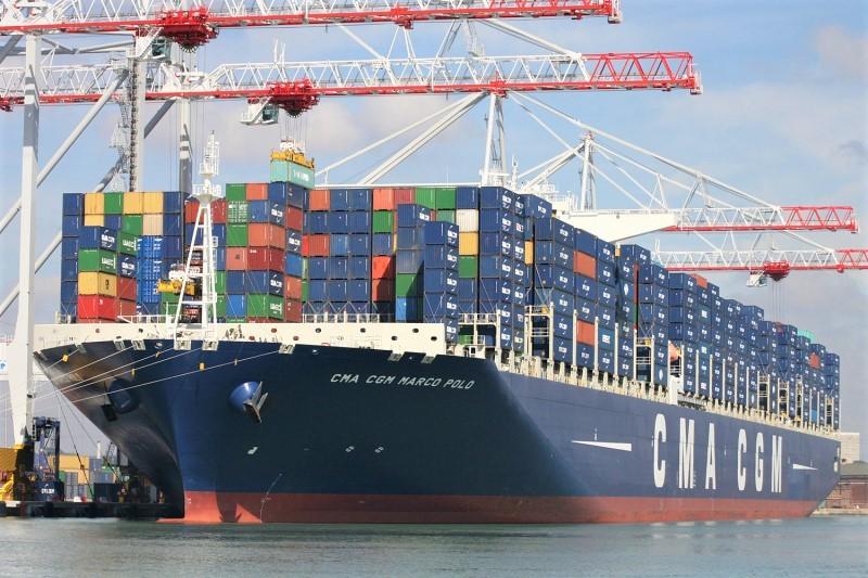 """Nhộn nhịp tàu lớn """"ăn hàng"""" tại các cảng biển dịp đầu năm"""