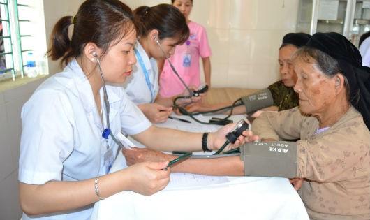 Phú Thọ : 400 người được khám bệnh miễn phí