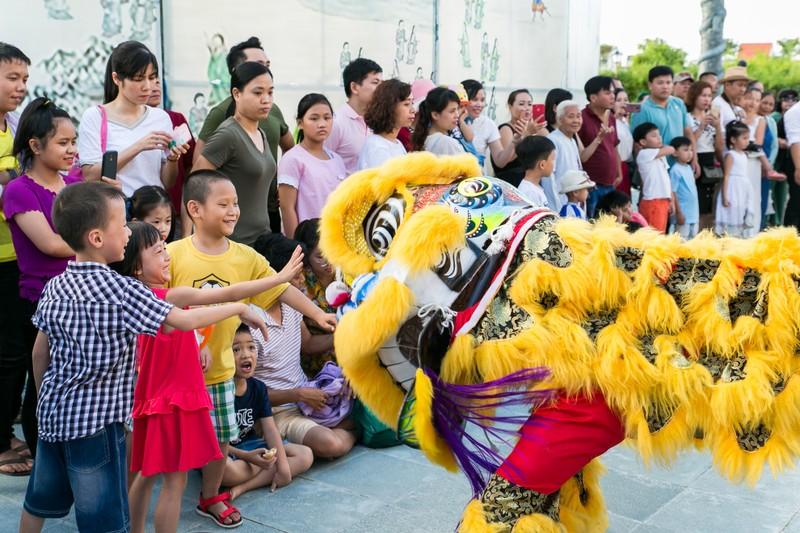 Gần 8000 du khách đã trải nghiệm lễ hội Trăng Thương cảng tại Công viên Ấn tượng Hội An