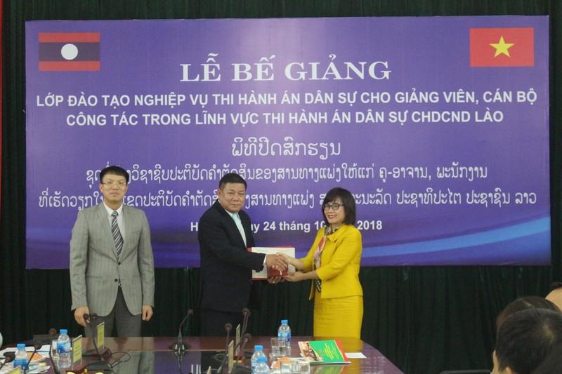 Bế giảng lớp đào tạo nghiệp vụ Thi hành án dân sự cho giảng viên, cán bộ CHDCND Lào