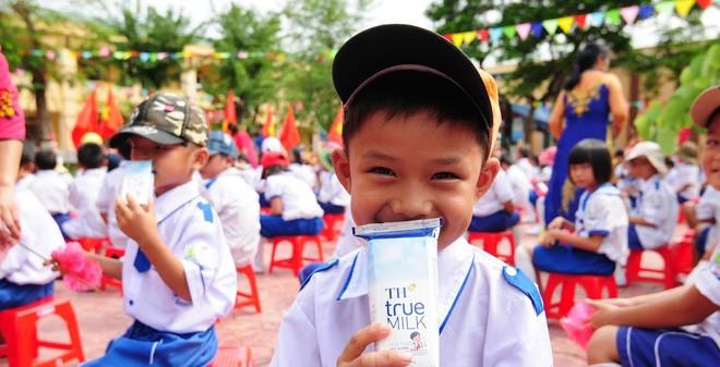 Bộ Y tế yêu cầu dùng sữa tươi cho chương trình Sữa học đường