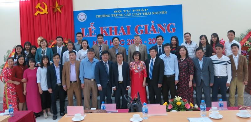 Thứ trưởng Đặng Hoàng Oanh khai giảng năm học mới Trung cấp Luật Thái Nguyên