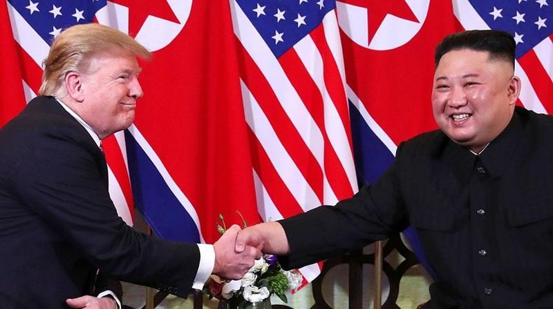 Cái bắt tay lịch sử tại Hà Nội giữa Tổng thống Trump và Chủ tịch Kim