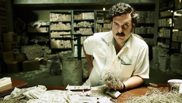 """Nhà của """"trùm ma túy"""" khét tiếng Pablo Escobar thành tro bụi trong 3 giây"""