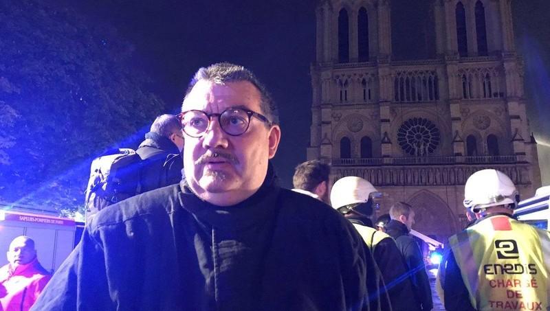 """Nước Pháp ca ngợi người hùng lao vào """"biển lửa"""" giải cứu thánh tích Nhà thờ Đức Bà Paris"""